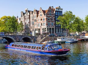 Entreeticket City Canal Cruise door Amsterdam Blue Boat Company